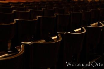 Stuhlreihen im Landshuter Rathaussaal