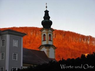 Salzburger Kirchturm vor Kapuzinerberg