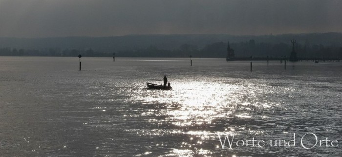 Boot auf winterlichem See